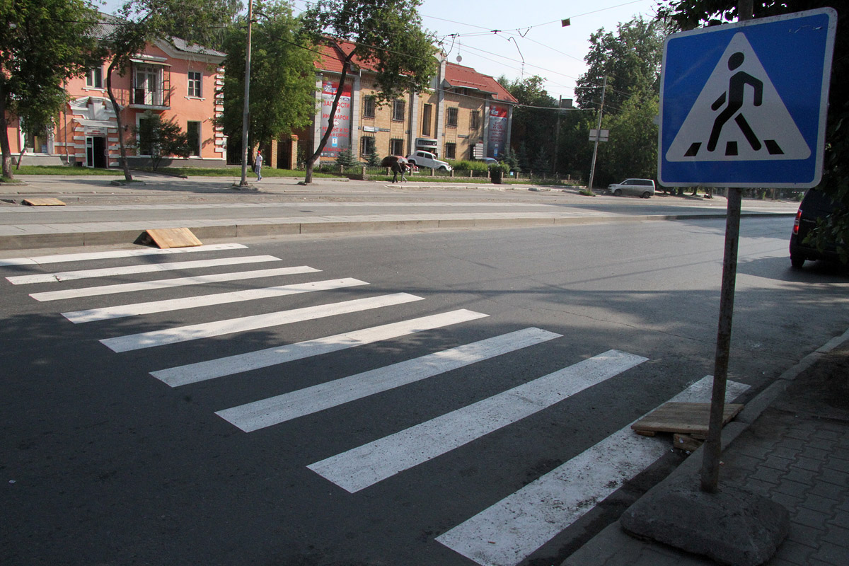 Пешеходы и водители в Екатеринбурге одинаково не соблюдают ПДД