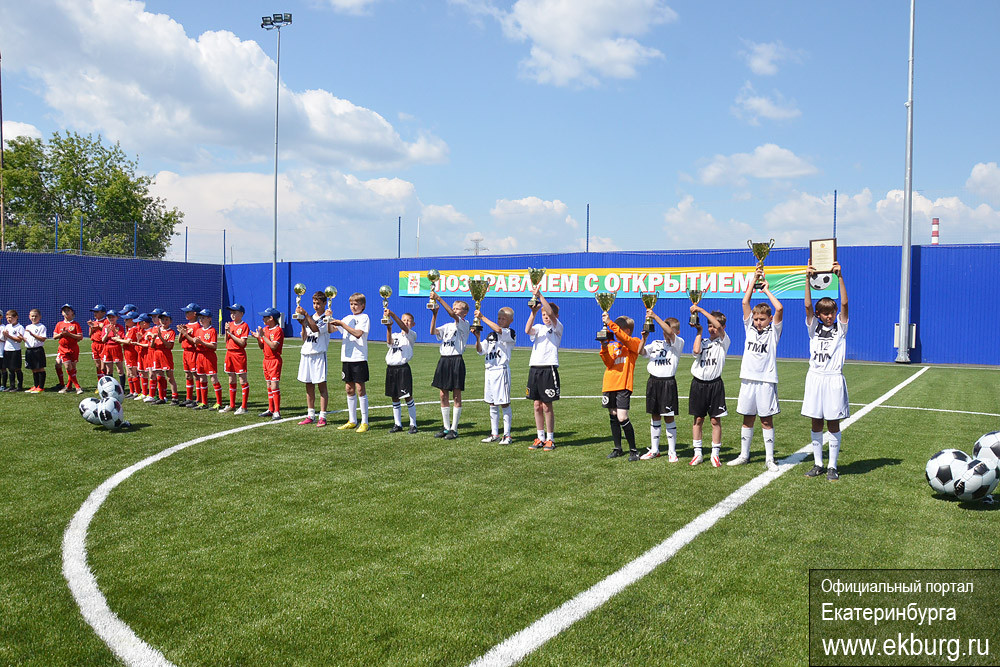 В Екатеринбурге стало одним футбольным полем больше