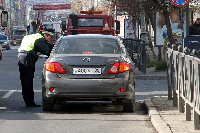 Неплательщиков штрафов ГИБДД не пустят за границу