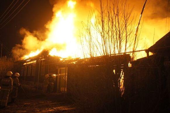 В Полевском в пожаре погибла молодая женщина с двумя детьми