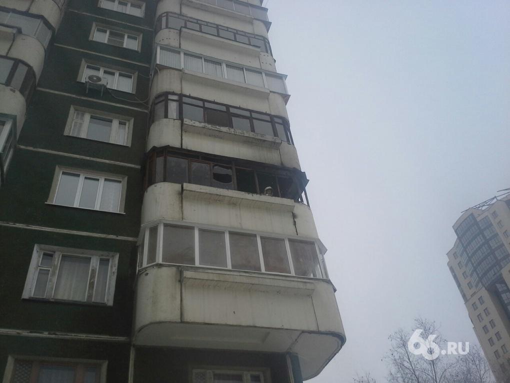 Окурок бросили? В многоэтажке на Шейнкмана выгорел балкон