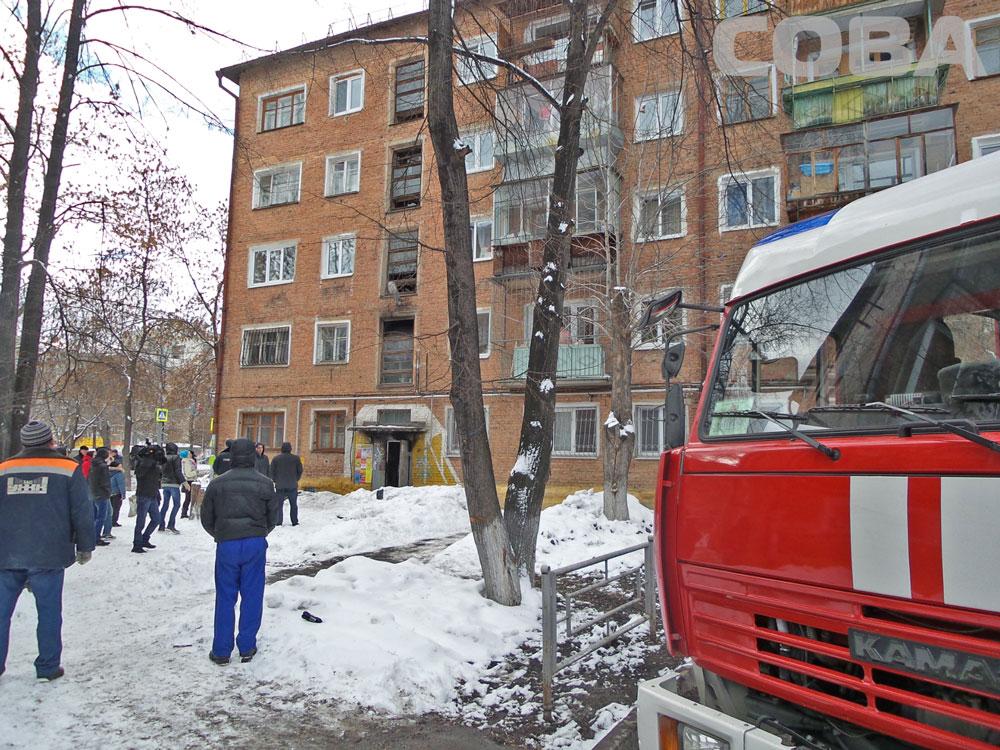 Мальчик, пострадавший в пожаре на Уралмаше, умер по пути в больницу