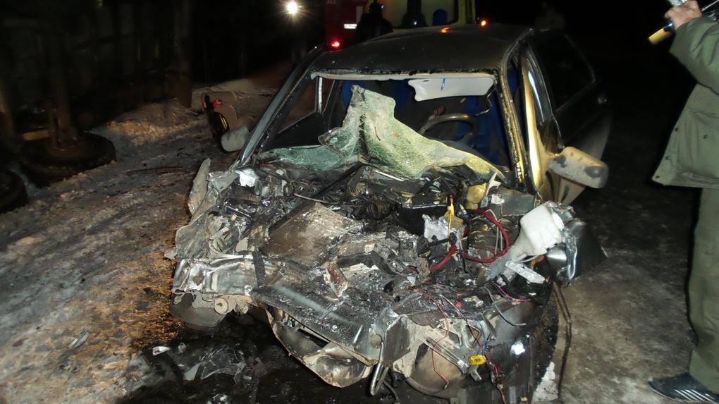 Возле поселка Шабры пьяный водитель на Lada столкнулся с МАЗом, груженным досками