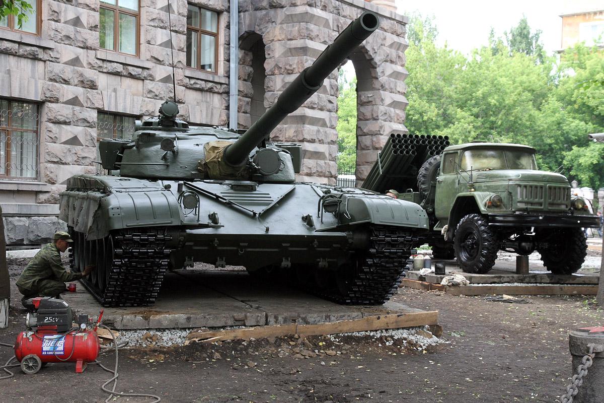 В центре Екатеринбурга устроили выставку танков и пушек
