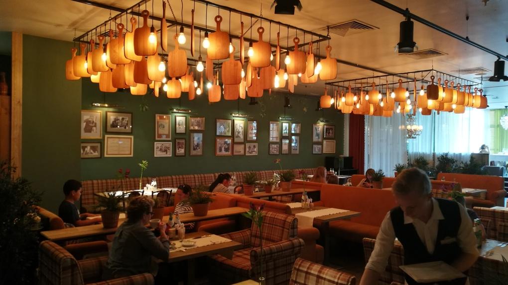 Мутный омут окрошки и поединок свинины с ножом: Яков Можаев обедает в Carbonara