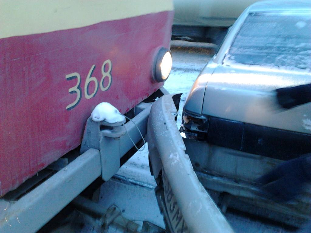 ДТП парализовало движение трамваев по улице Луначарского