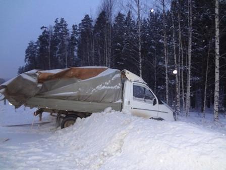 На Пермском тракте грузовик с молоком врезался в «Газель»