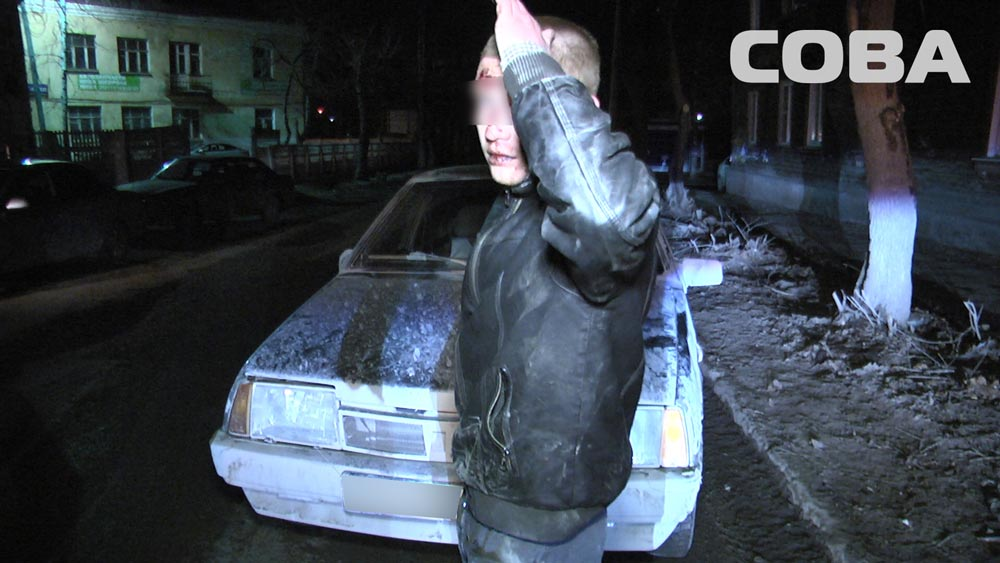 На Уктусе пьяный мужчина на ВАЗе влетел в Land Rover