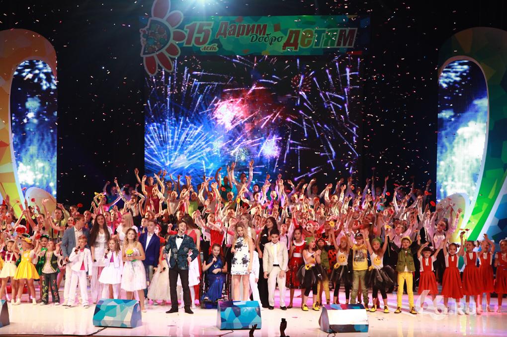 В Екатеринбурге собрались самые талантливые дети России. Подпевала экс-солистка «Блестящих»