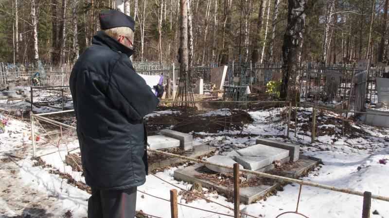 Надгробия на кладбище Тагила разгромил пьяный местный житель
