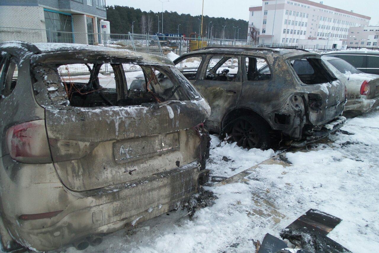 Владельцы сгоревших машин в Краснолесье: «Нас жгут, чтобы заставить платить»