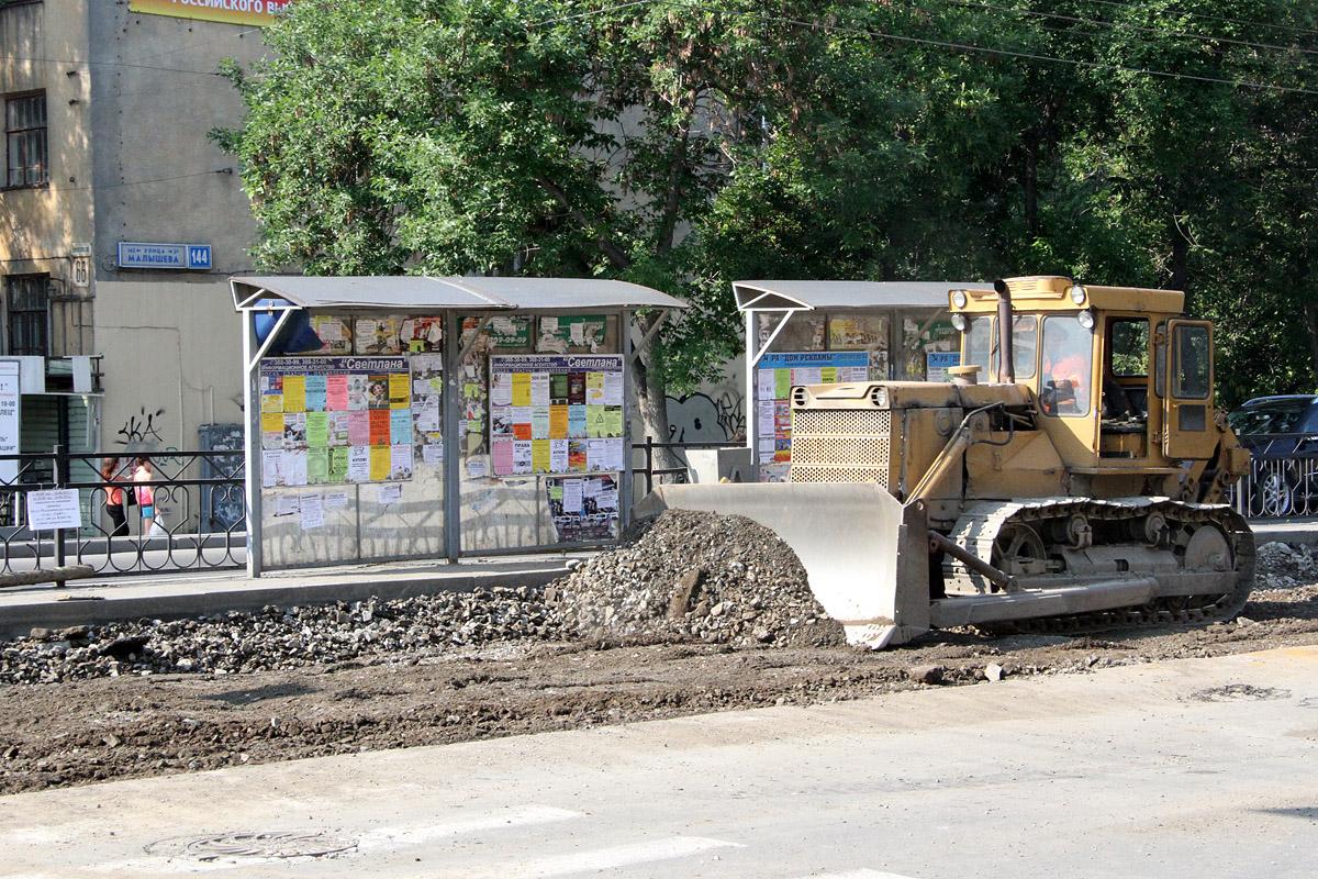 Мэрия: ремонтировать Хохрякова мешают припаркованные машины