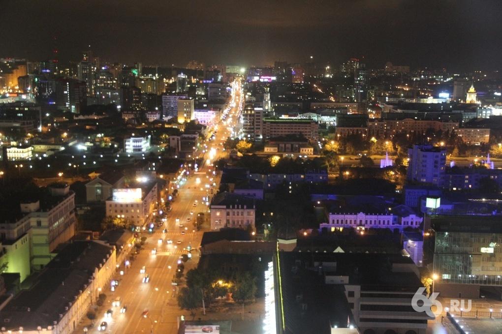 На 34 улицах Екатеринбурга перестали отключать фонари по ночам