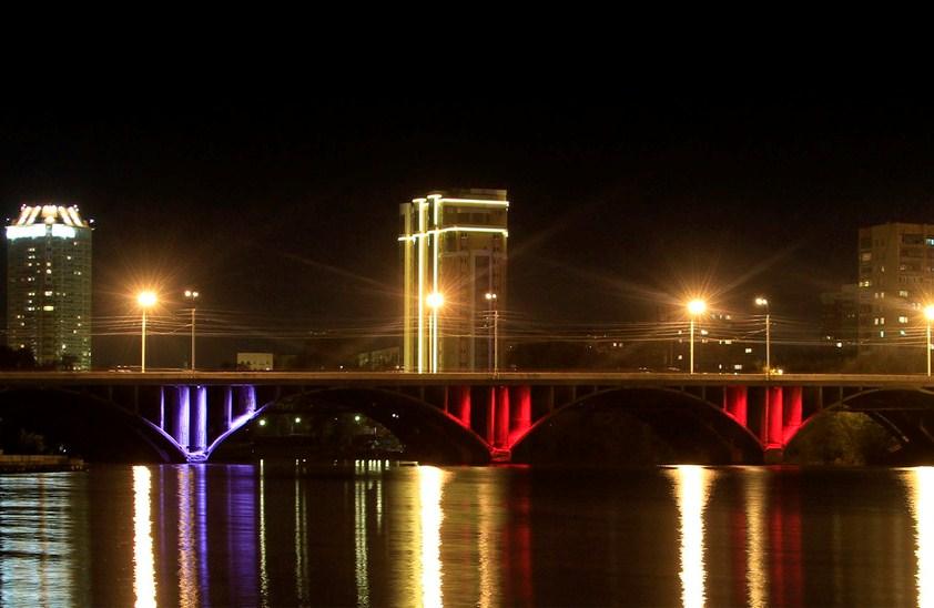 Мэрия придумала, чем заменить поребрики на Макаровском мосту