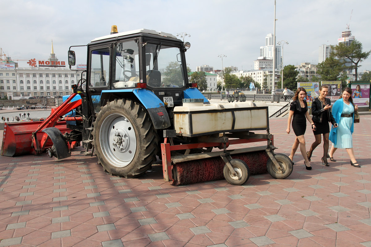 «Творческая встреча» под вопросом: на пути Макаревича встал трактор