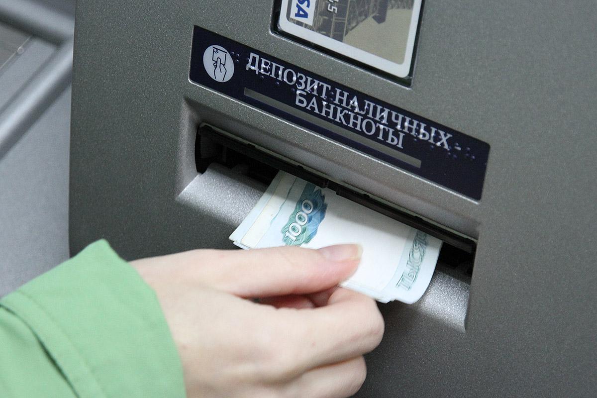 Свердловское правительство пообещало увеличить минимальную зарплату на 15%