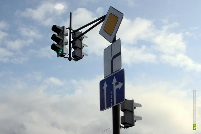 Четыре перекрестка Екатеринбурга оборудуют светофорами до конца мая