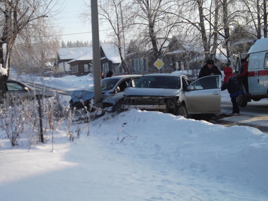 Владелица Toyota Corolla устроила ДТП с четырьмя пострадавшими в Нижних Сергах