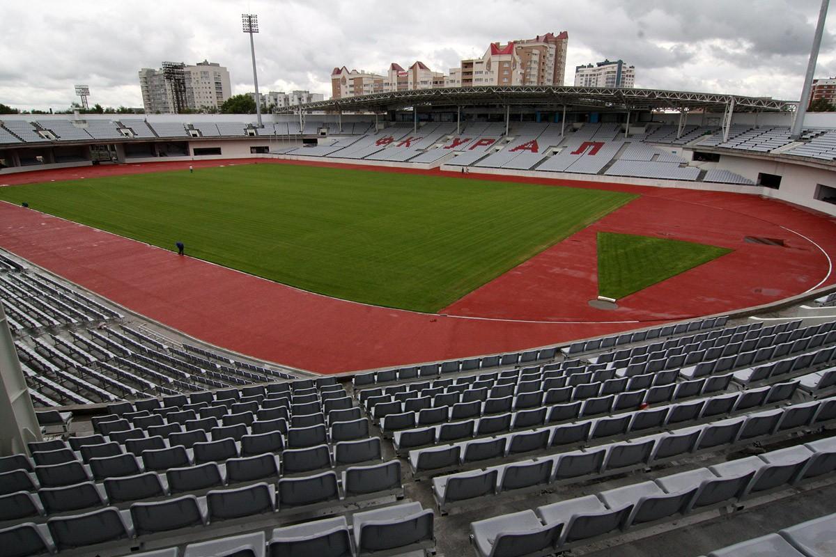 Свердловский суд арестовал счета и имущество Центрального стадиона