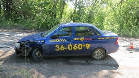 Каменский таксист уснул за рулем и попал в аварию