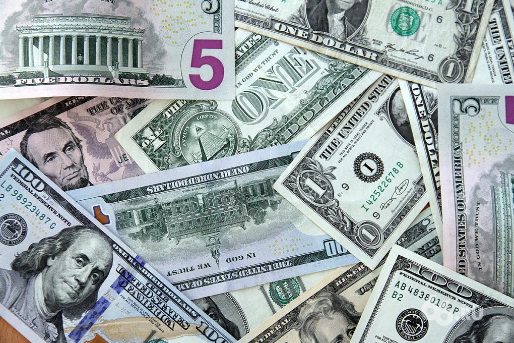 Доллар — 42, евро — 53. Рубль стремительно падает вопреки всему