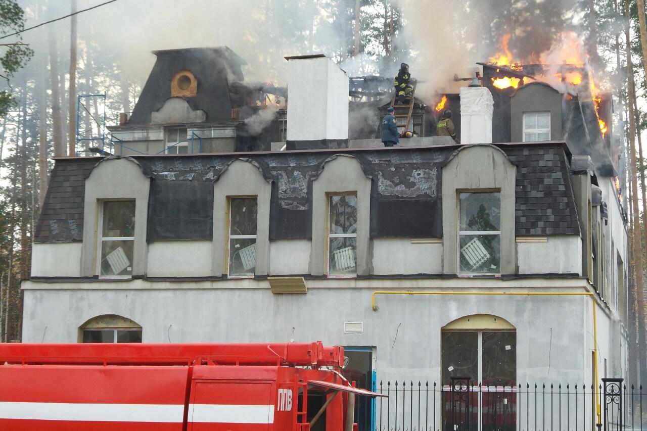 Сгорел частный дом одного из главных строителей Екатеринбурга