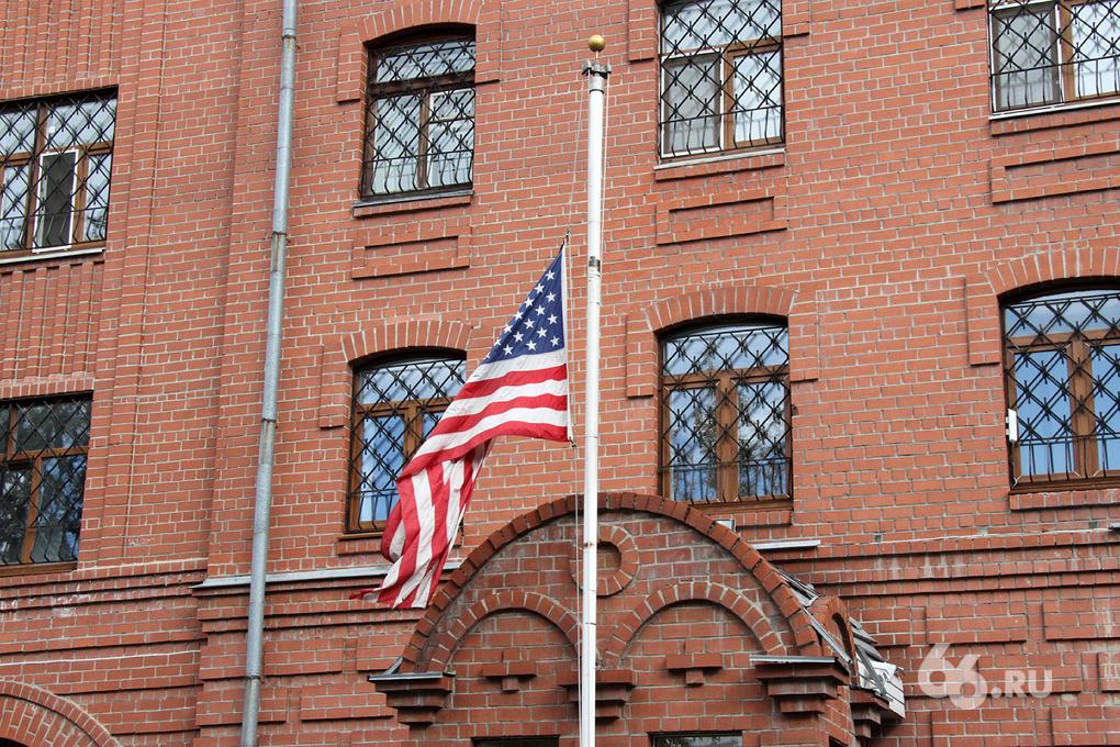 В Екатеринбурге 11 сентября помянули двумя гвоздиками