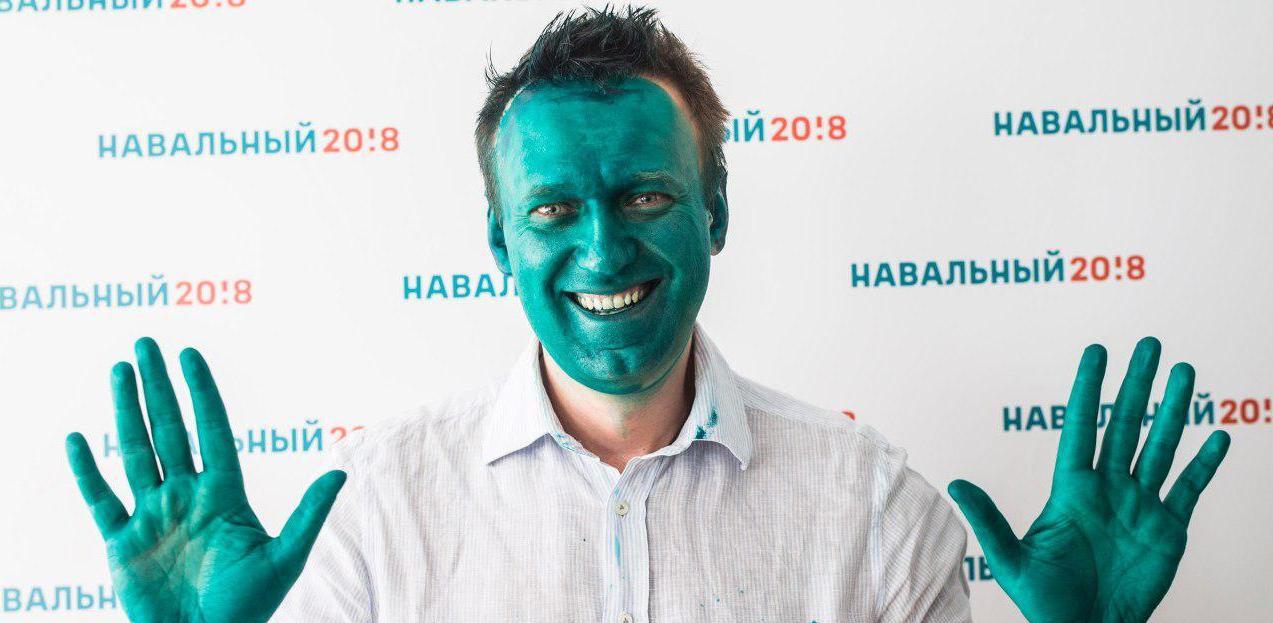 Алексея Навального облили зеленкой у дверей предвыборного штаба