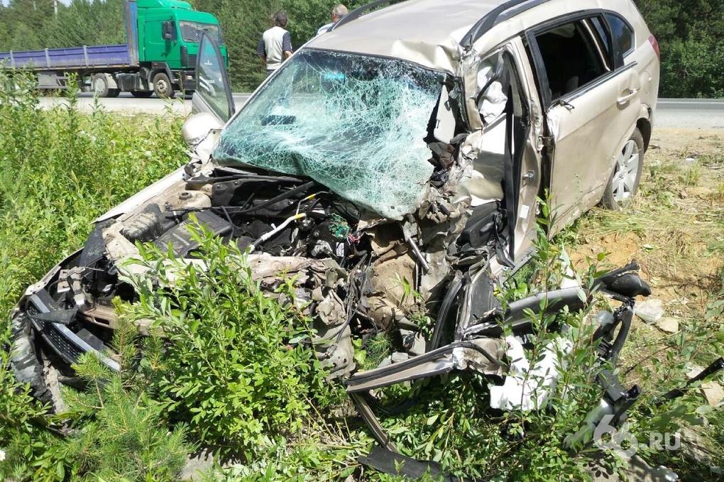 Ищите пути объезда: опрокинувшиеся машины на ЕКАД растаскивают автокраны