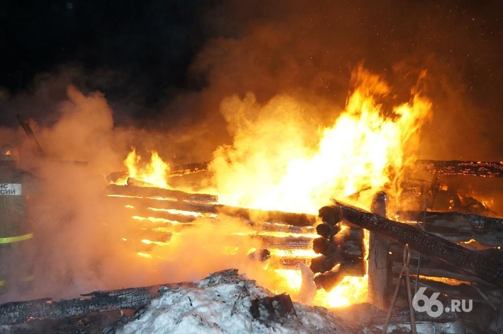 В Невьянске отец не смог спасти сына, спрятавшегося от пожара в шкафу