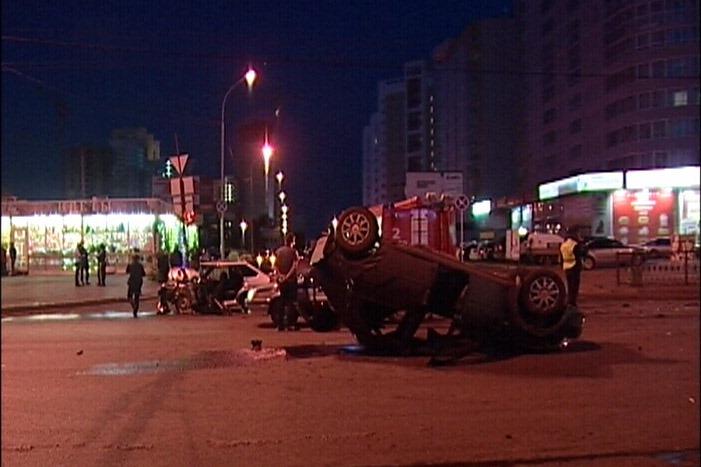 На Щорса бесправный водитель Lada опрокинул Renault Logan