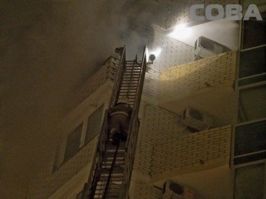 В выгоревшей квартире на Уральской спасатели нашли труп