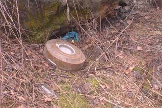 Кушвинские автомобилисты нашли в гаражах мину