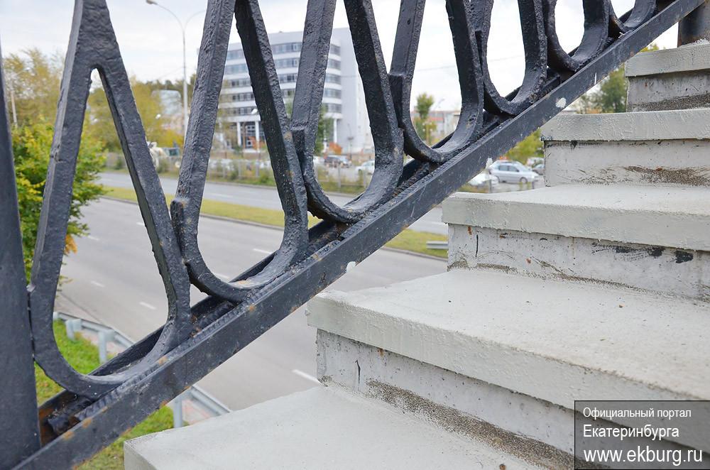 Мост через Металлургов покрыли антискользящей смолой