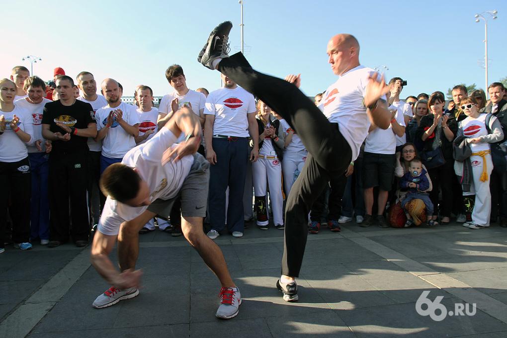 За пять дней до мундиаля бразильцы устроили шоу в центре Екатеринбурга