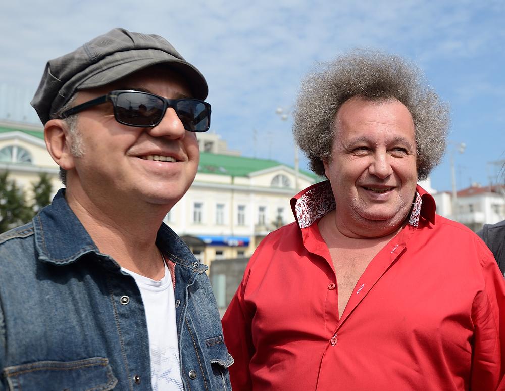 «Под эти слова вся площадь спляшет!» Шахрин и Горенбург спели в центре Екатеринбурга