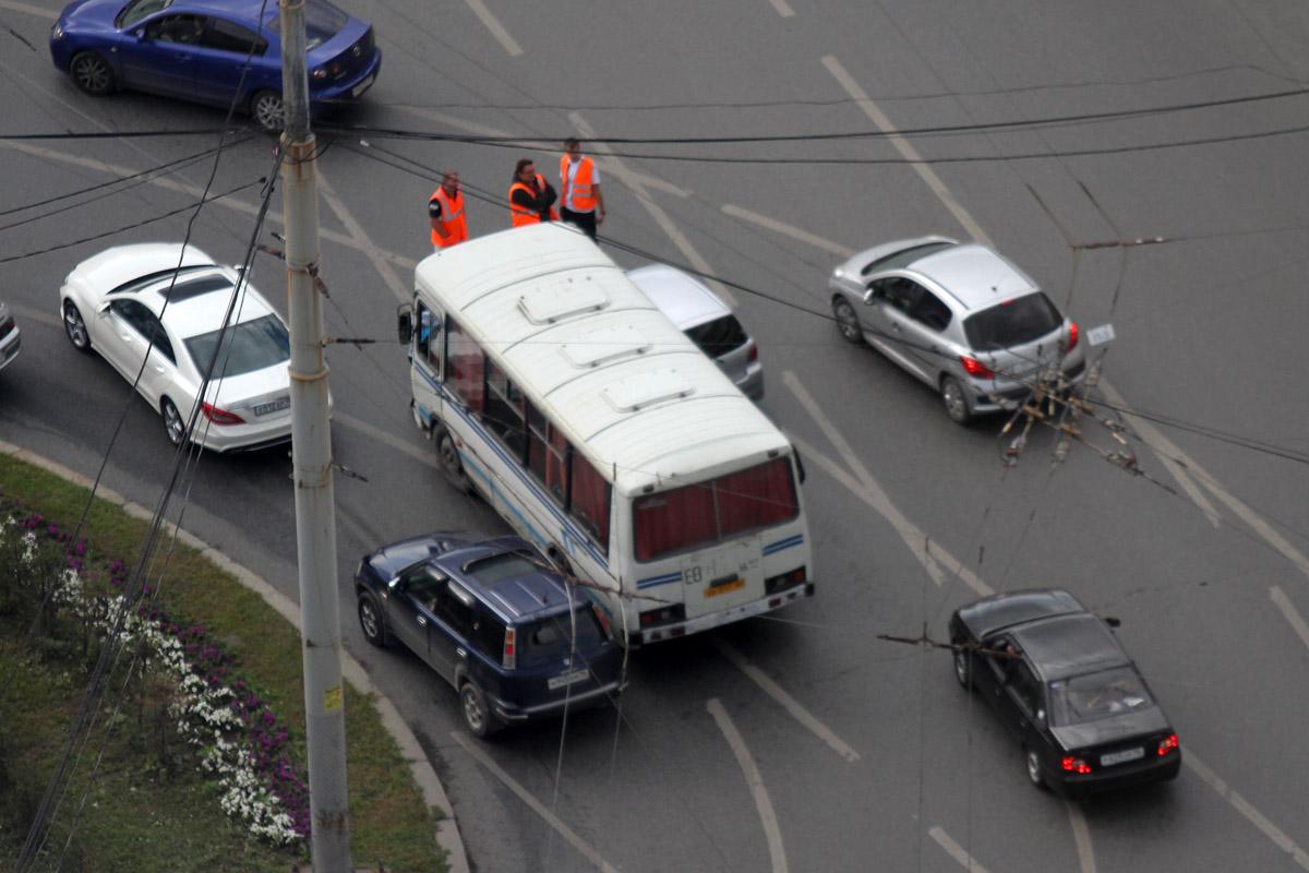 Из-за аварии на кольце у Центральной гостиницы встали троллейбусы