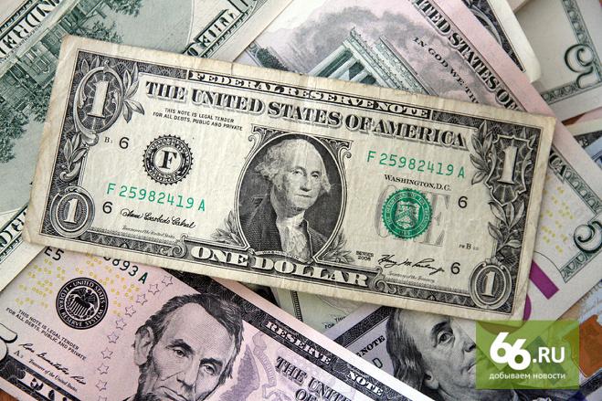 Страну переводят в доллары: российские компании запасаются американской валютой