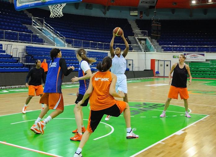 Баскетболистки УГМК разгромили команду из Венгрии