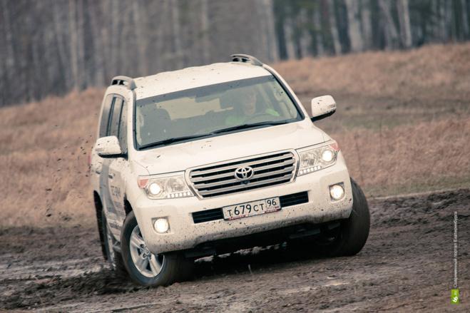 Директор «Серовавтодора» заказал себе люксовый Land Cruiser 200 за 3,4 млн рублей