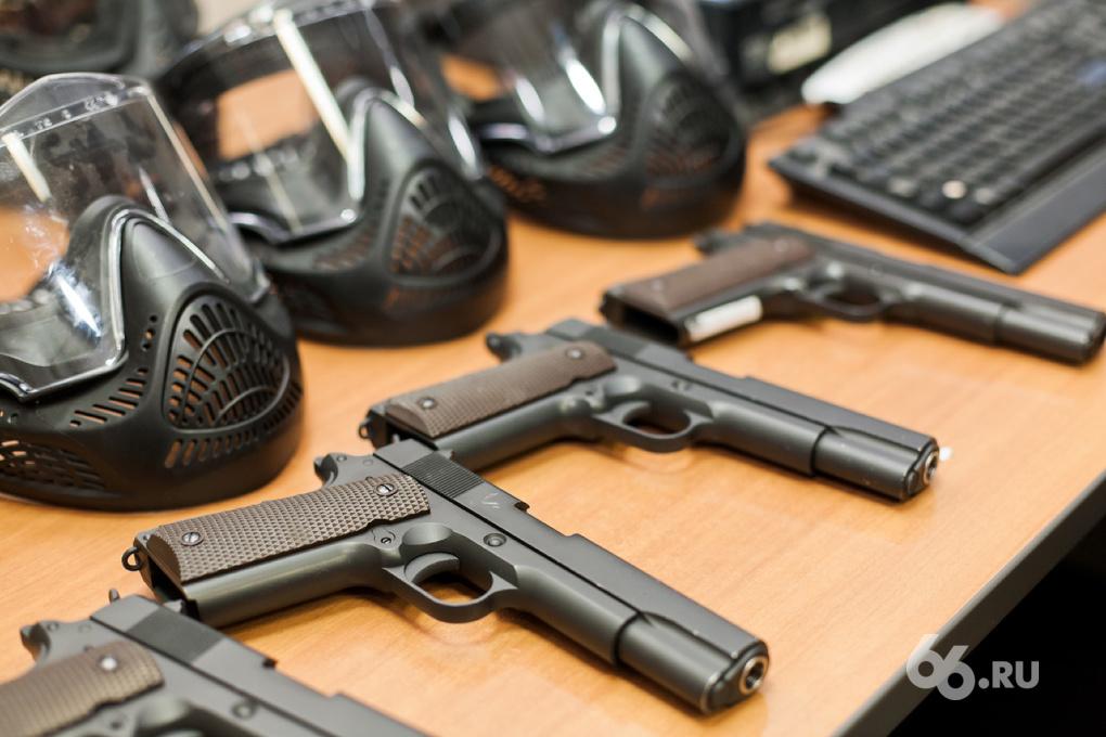 Гражданина Таджикистана задержали в Екатеринбурге с пистолетом