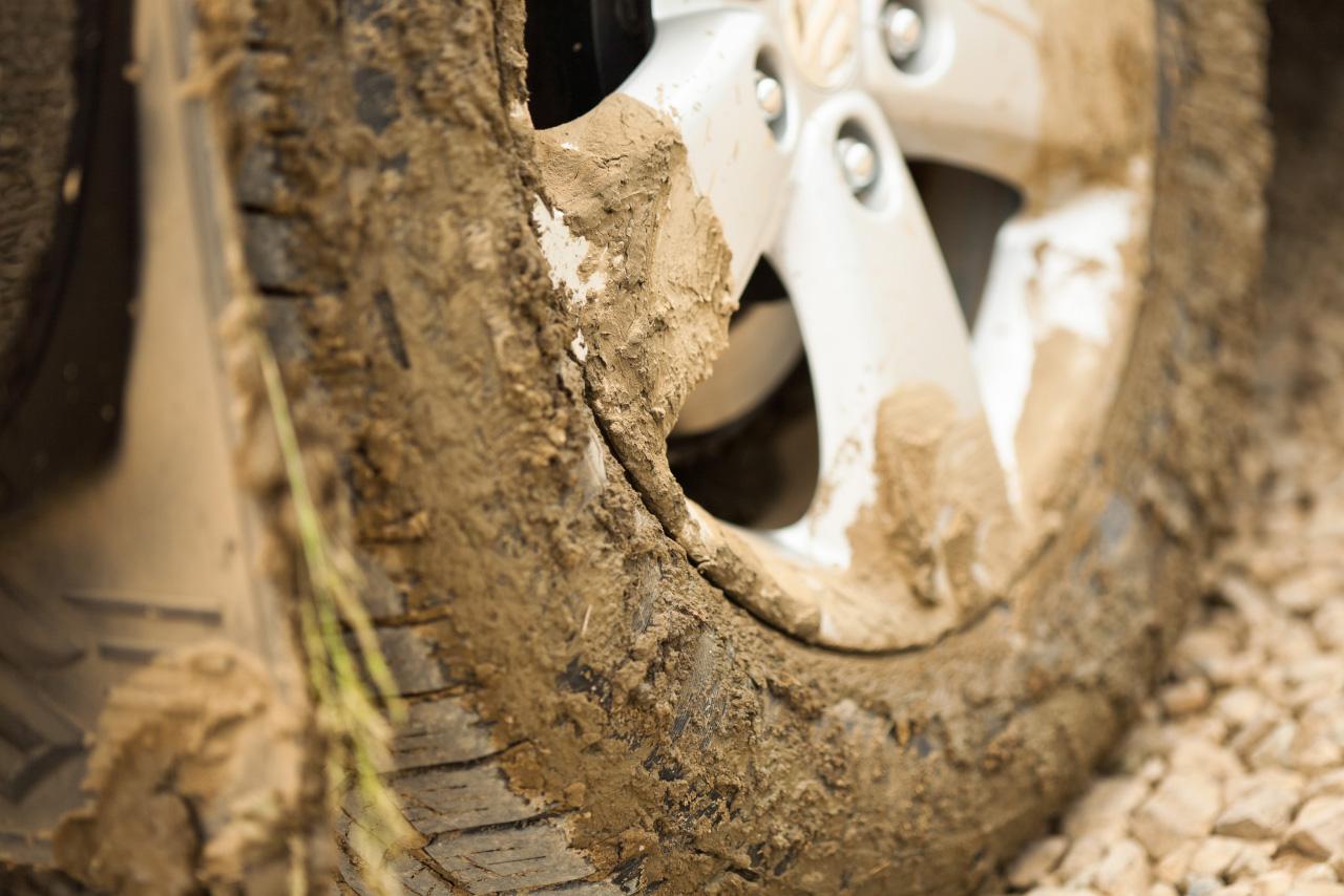 День шиномонтажника: очередь на замену резины выстроилась на неделю вперед
