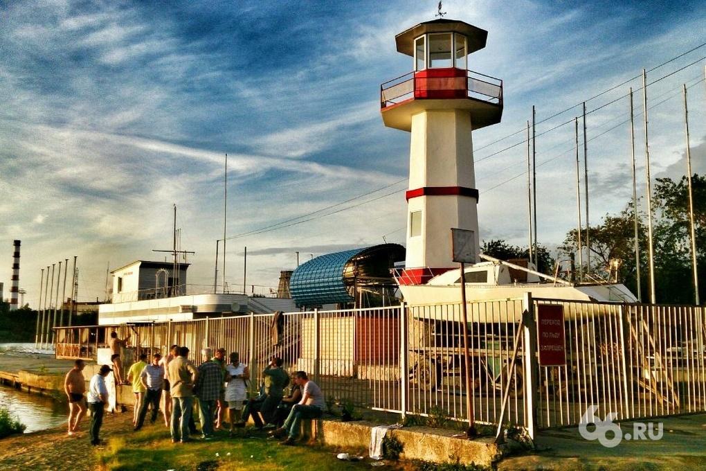 Яхтсмены Екатеринбурга построили маяк на набережной ВИЗа