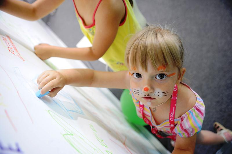 Детское лицо «Иннопрома»: лепим, красим, шутим