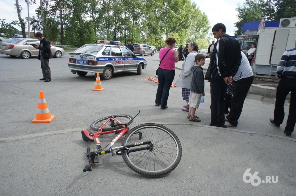 Мальчик на велосипеде угодил под колеса МАЗа на Селькоровской