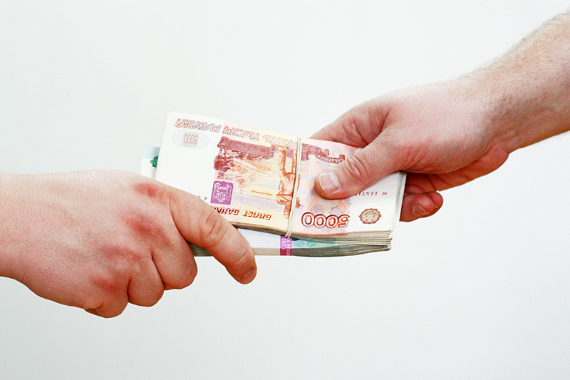 В Екатеринбурге пристав попался на взятке от бизнесмена