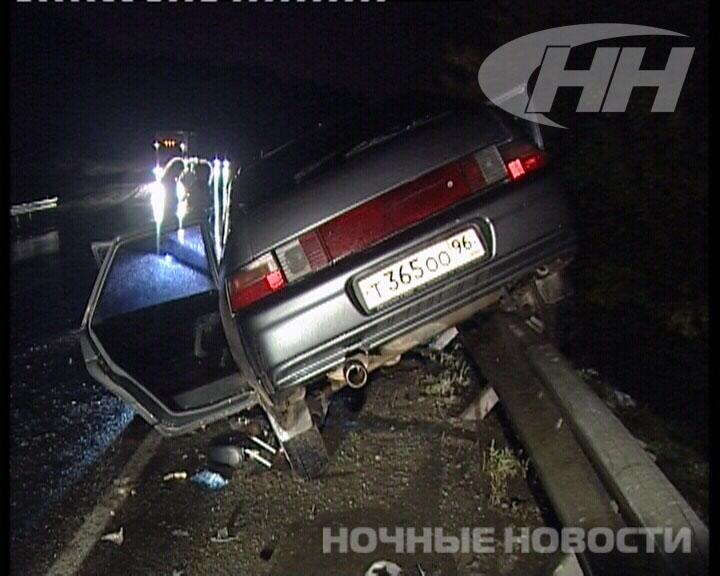 Под Екатеринбургом грузовик смял легковушку и скрылся