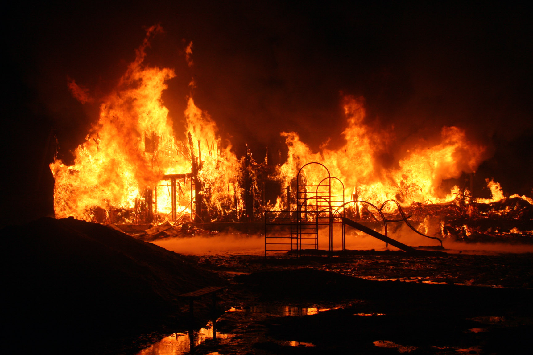 В Северке сгорел расселенный барак