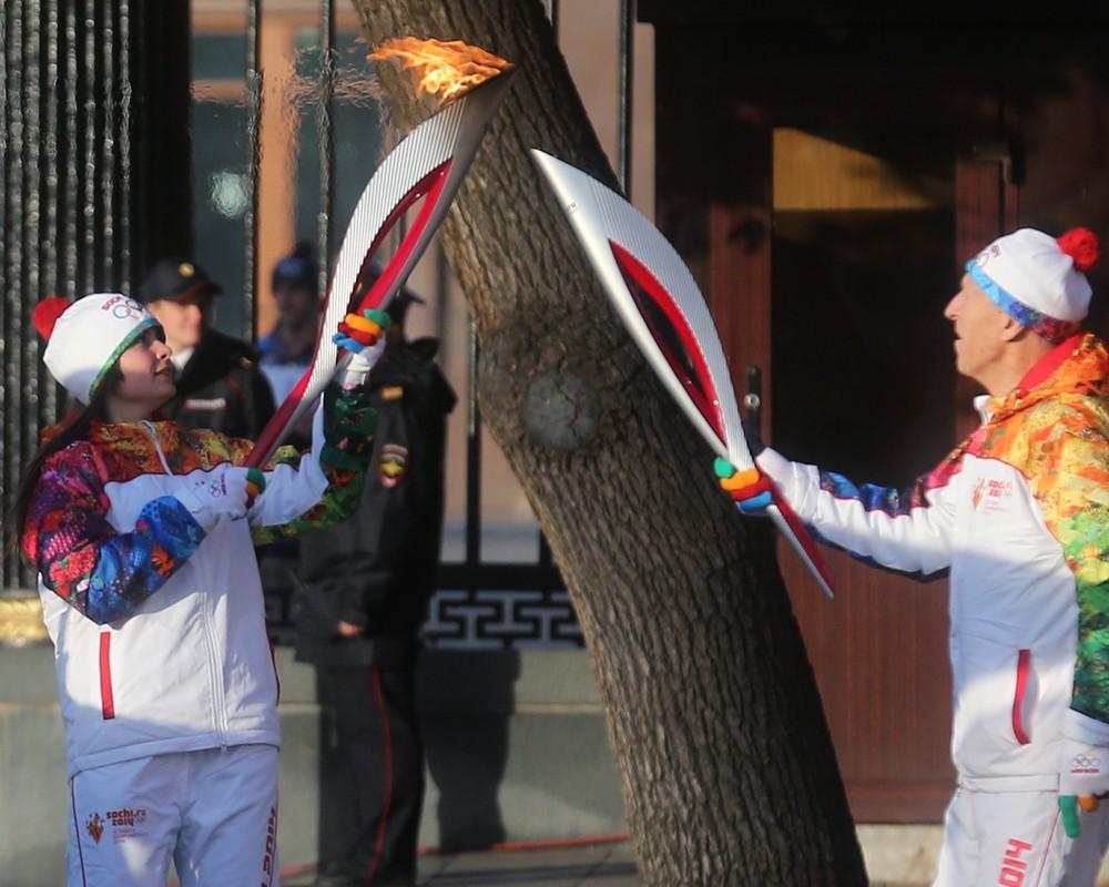 Участники олимпийской эстафеты продают свои факелы на интернет-аукционах