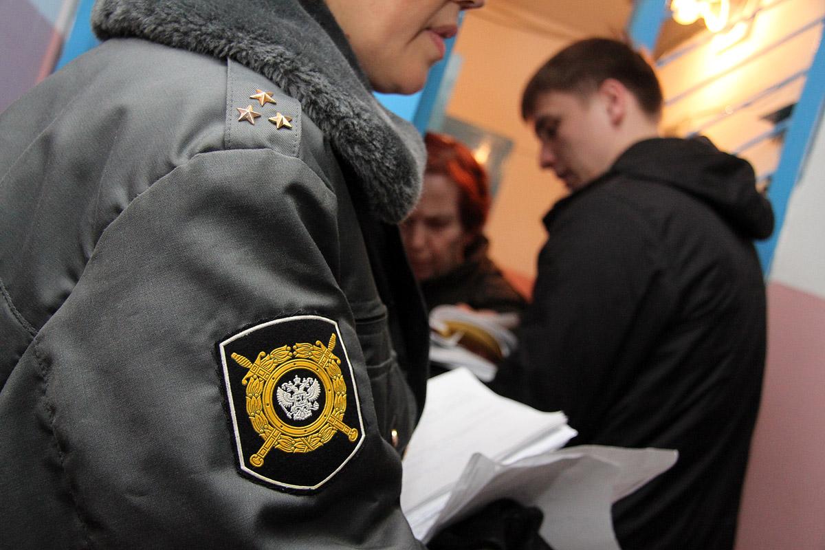 Рейд с судебными приставами: Портал 66.ru прошел путем правонарушений